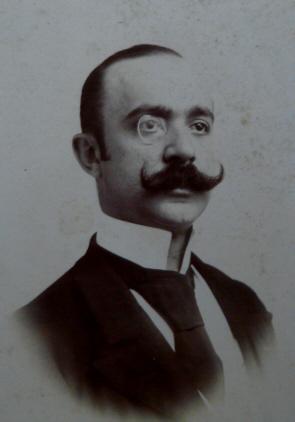 Ritratto fotografico di Federico De Roberto.